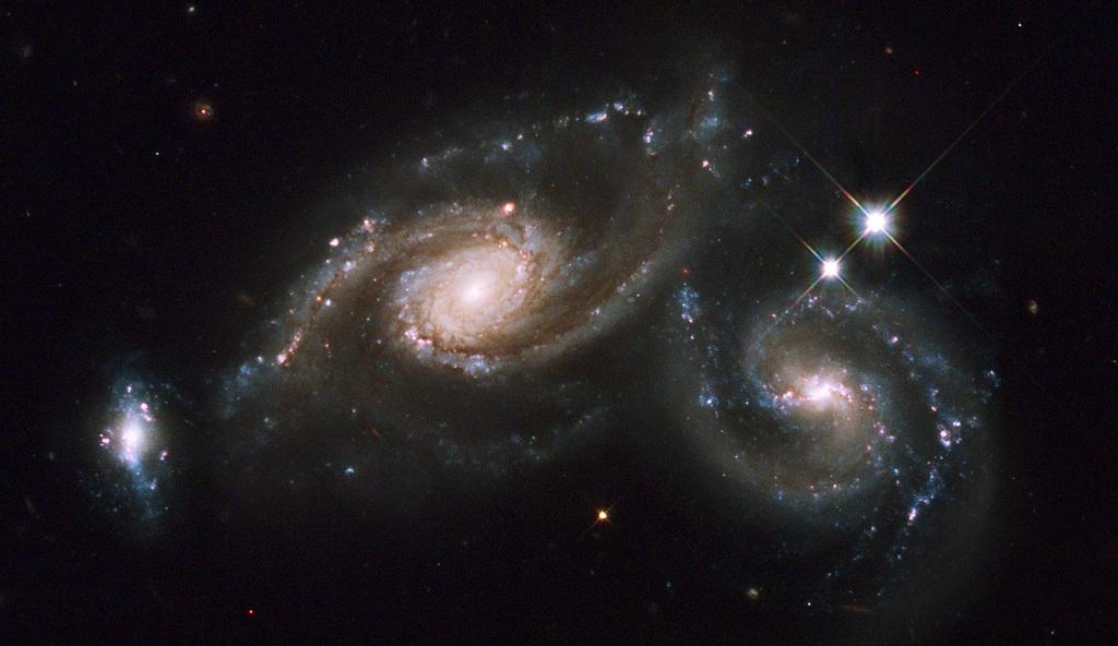 Arp 274, a triplet of galaxies in Virgo