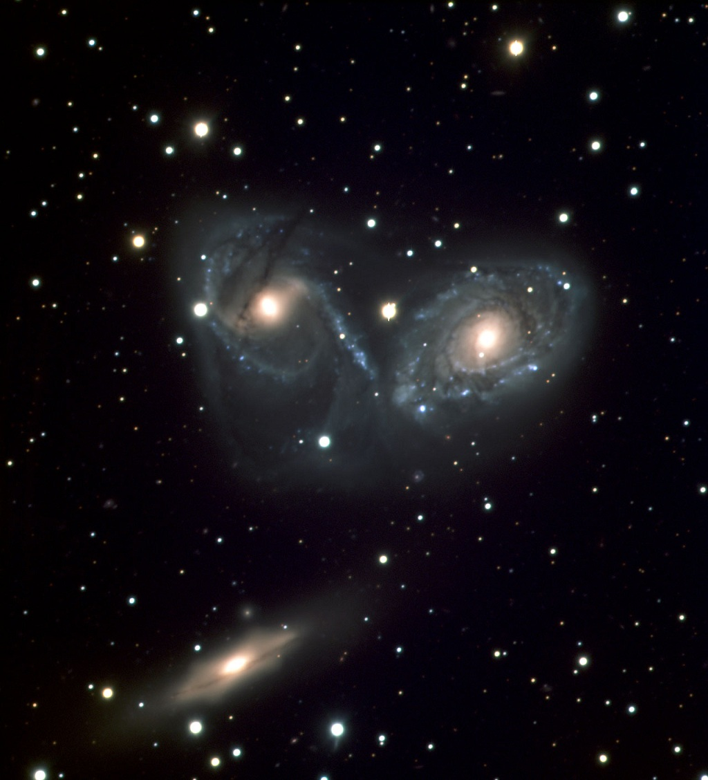 Galaxy Triplet NGC 6769-71, an interacting triplet of galaxies in Pavo