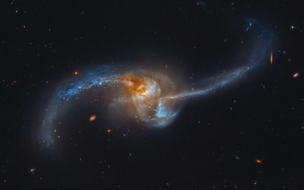 NGC 2623, a pair of merging galaxies in Cancer