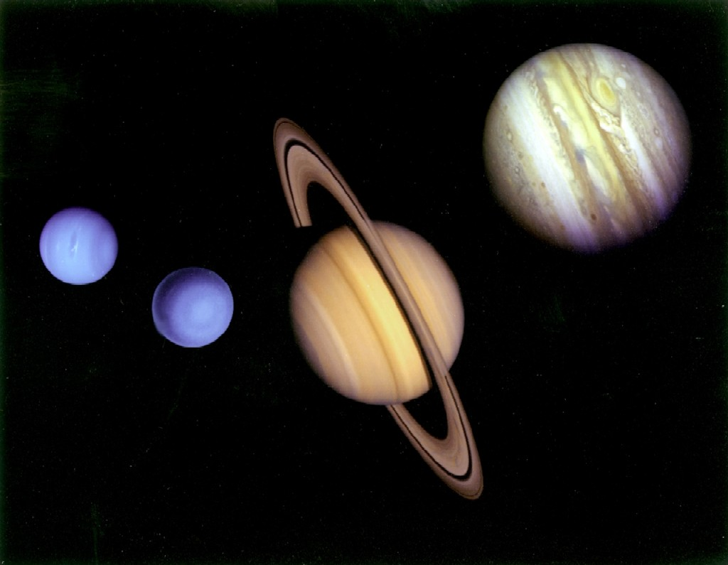Inside the gas giant saturn pics about space for Outer space planets